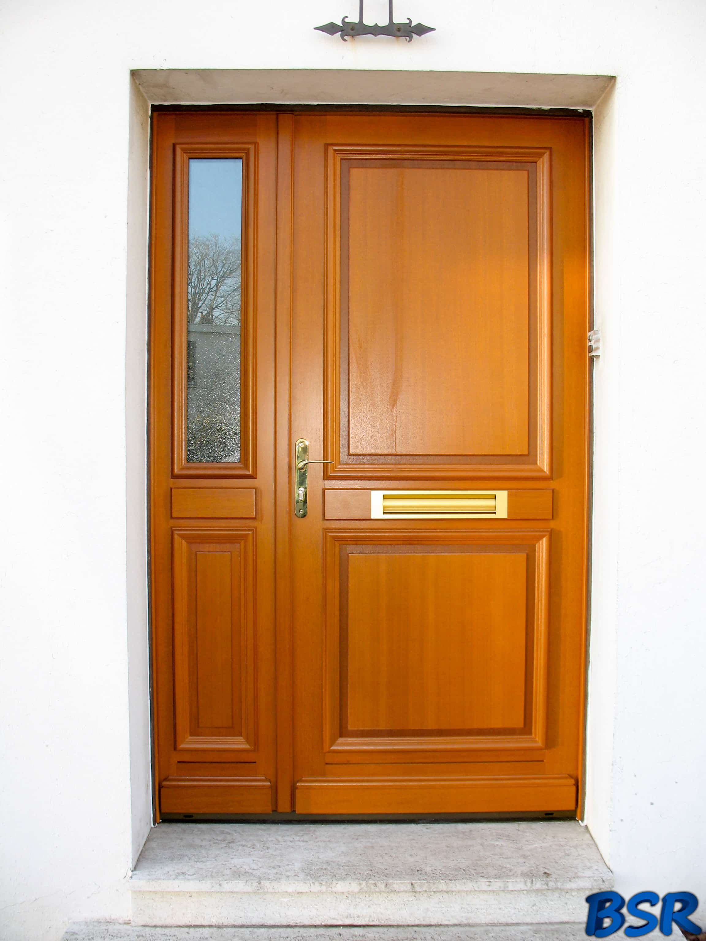 Les portes et fen tres en bois de bsr bourguignon for Porte fenetre bois exotique